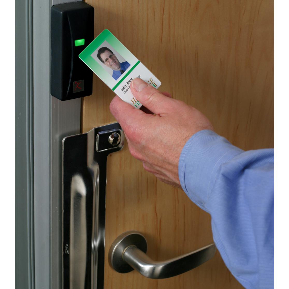 Badge Access Door : Xceedid proximity readers